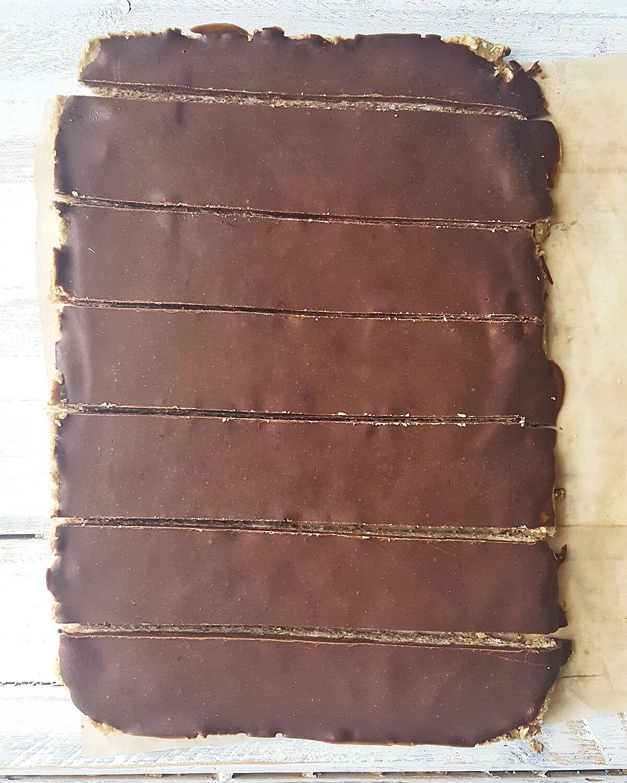 Vegan No-Bake Chocolate Crunch Protein Bars
