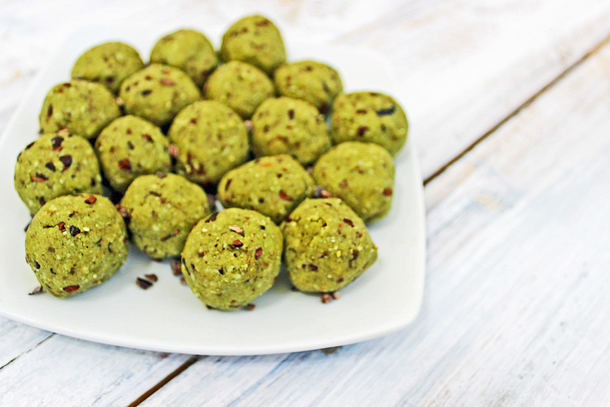 Matcha Mint Chip Protein Bites Recipe Healthy Eaton Energy Ball Cup Oat It Doesnt Raise Blood Pressure Or Heart Rate While Still Giving People That Boost When They Need